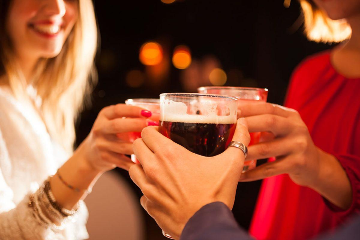 Álcool ativa células cerebrais que estimulam a fome