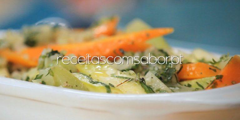 Ingredientes saborosos e saudáveis que ainda não adicionou à salada