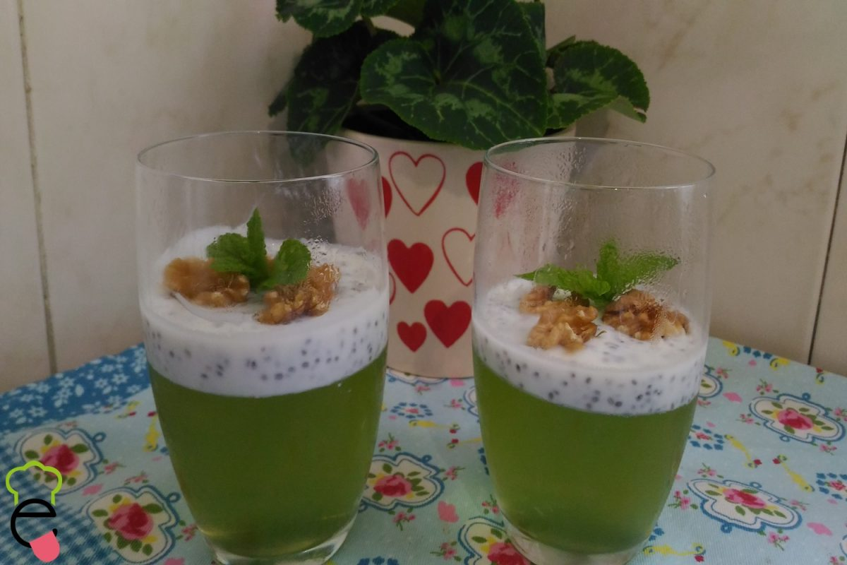 Gelatina com chia e iogurte