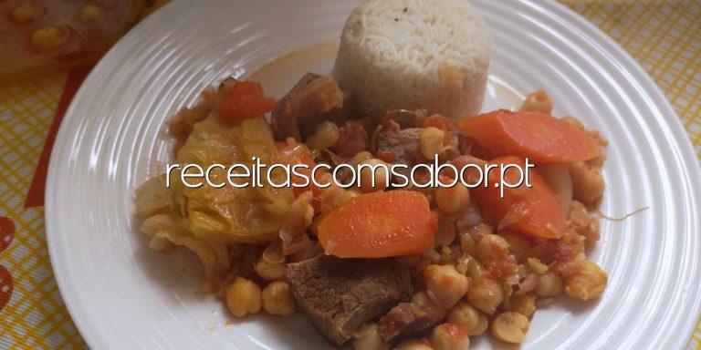 Grão de bico com carne e legumes