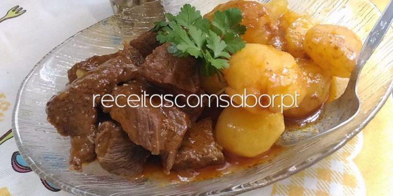 Carne estufada com batatas