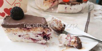 Semifrio de natas com doce e chocolate