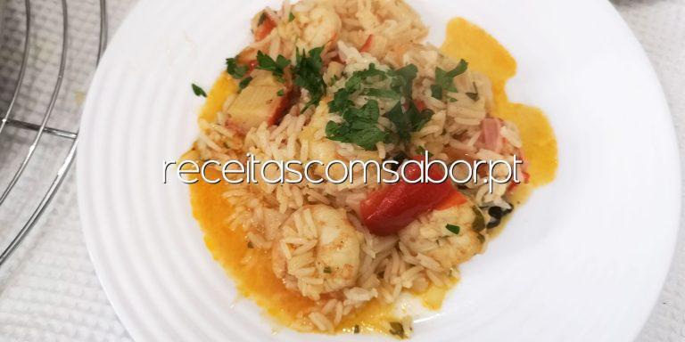 Arroz de camarão e delícias do mar