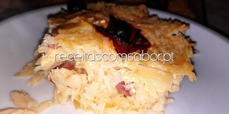 Bacalhau com chouriço e arroz no forno